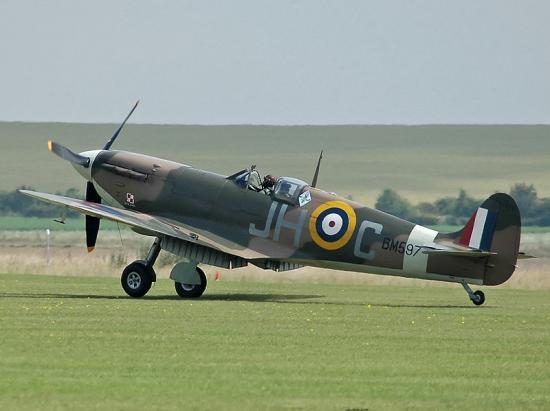 800px-Spitfire_F_VB_BM5971.jpg