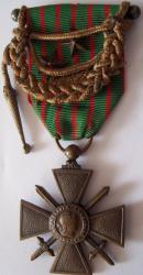 Croix de guerre 1914 1918 avec citations puis fourragere en modele reduit