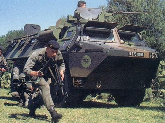 vab_Renault_wheeled_armoured_personnel_carrie.jpg